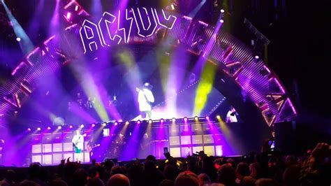 AC/DC = You Shook Me All Night Long (Tacoma 2016) - YouTube
