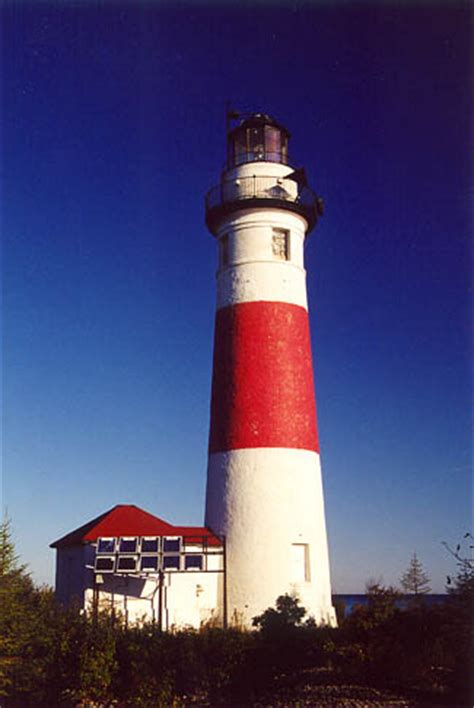 Middle Island Lighthouse, Michigan at Lighthousefriends